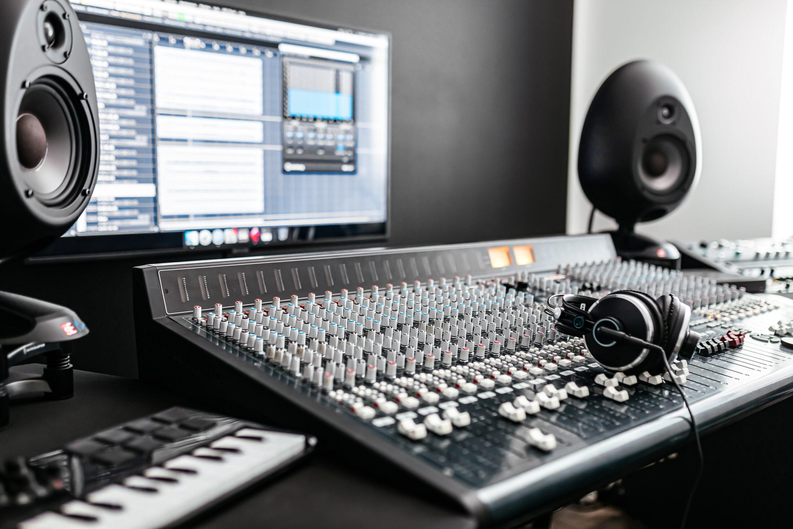 POP EDU: Kako urediti svoj prvi glasbeni studio?